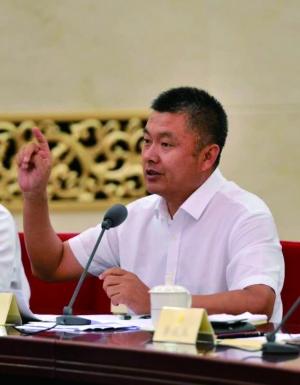 全国政协委员、蒙草生态董事长王